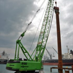 SENNEBOGEN crawler cranes with 41m lattice boom and 100-tonne load capacity